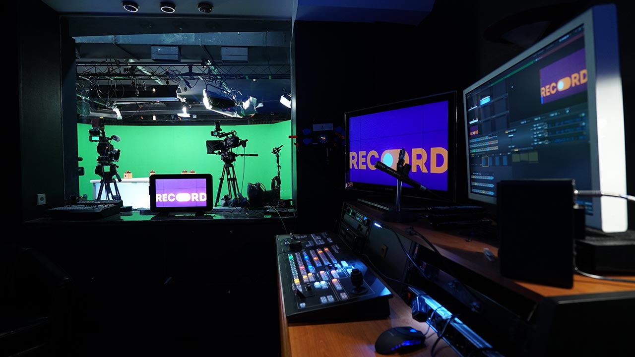 Live switching control room - film studio in Paris - Videology