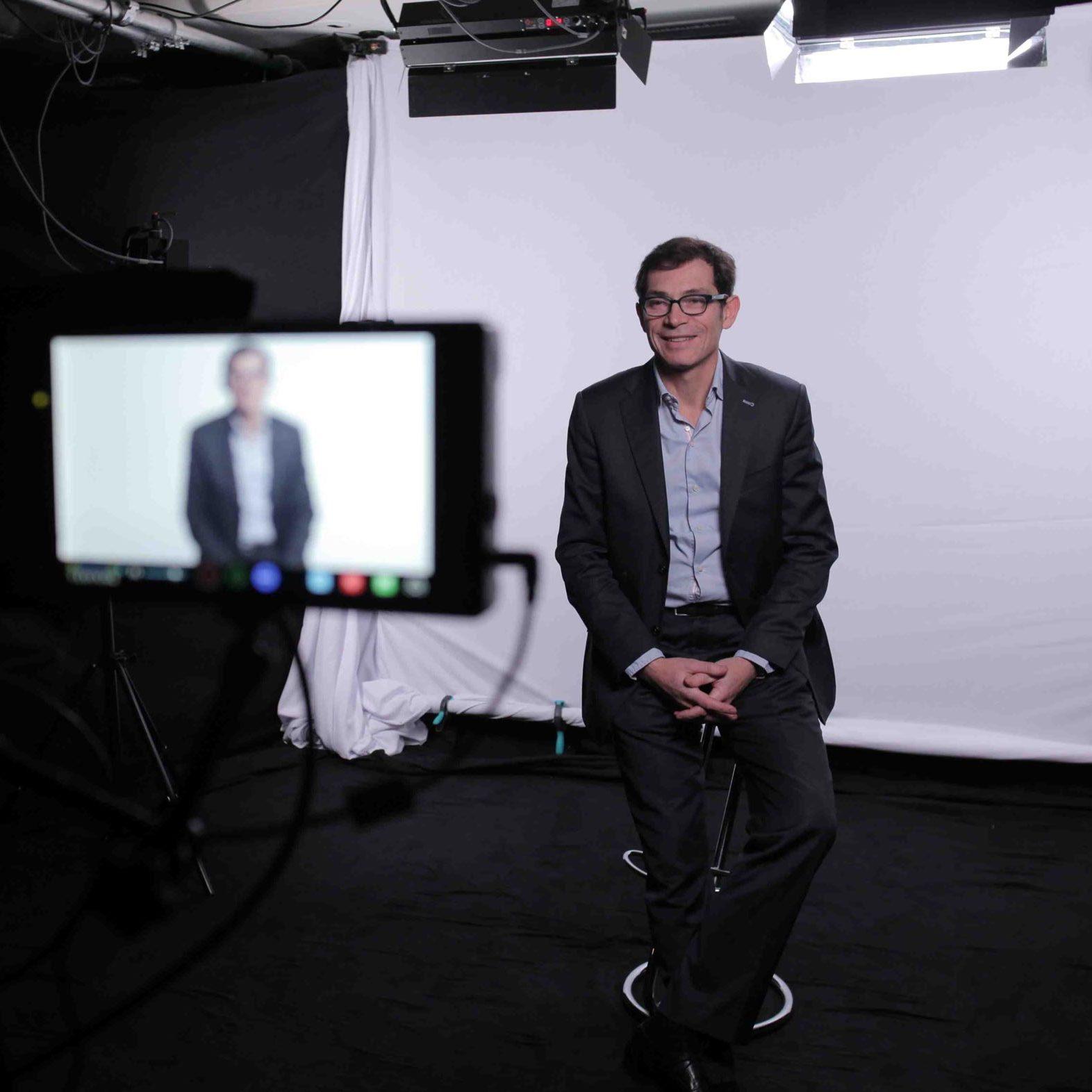 Fond blanc - Studio de tournage à Paris - Videology Studio