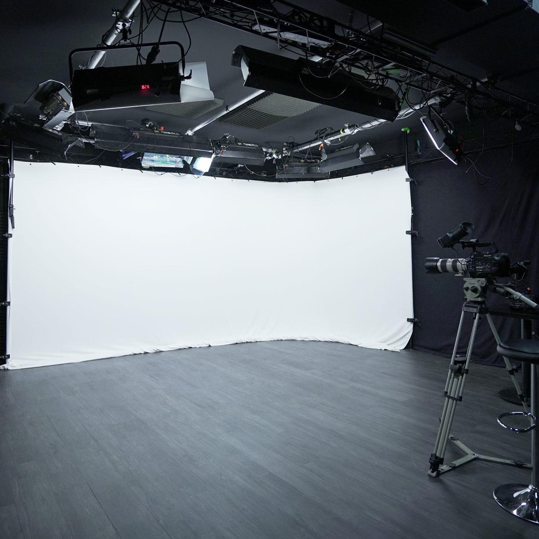2-face white background_Videology Studio_Paris